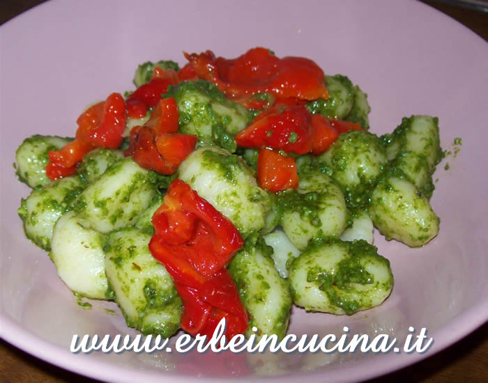 Gnocchi with pesto and roasted peppers