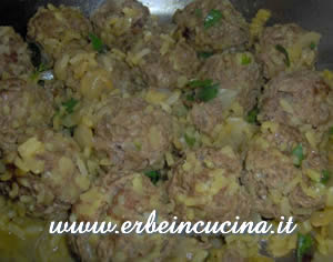 Moroccan meatballs with rice and parsley
