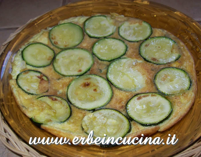 Courgette omelette with marjoram