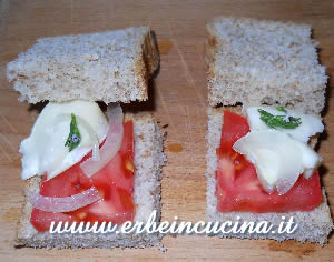 Sandwiches with thyme and onion