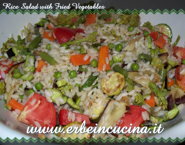 Rice salad with fried vegetables